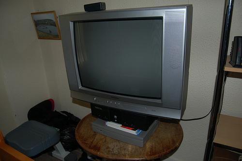 Обидно, когда вдруг ломается телевизор... Приходится обращаться к ремонтным бригадам