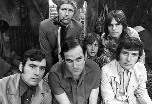 Monty Python - комик-группа, в честь которой был назван язык Python