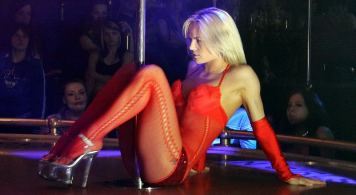 Частный стриптиз в клубе 23 февраля ночной клуб давыдов владивосток
