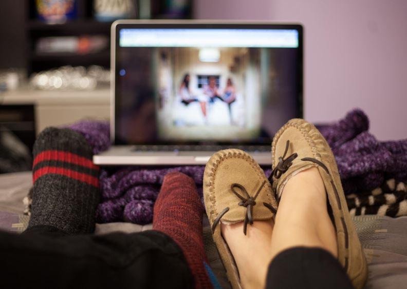 Плюсы просмотра фильмов дома – Блог про WordPress